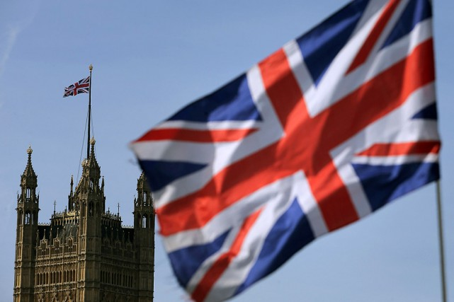 Un drapeau du Royaume-Uni flotte à proximité du... (PHOTO DANIEL LEAL-OLIVAS, ARCHIVES AGENCE FRANCE-PRESSE)