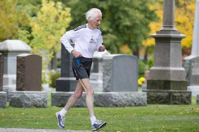 Le marathonien canadien Ed Whitlock en 2012.... (Photo Nathan Denette, archives PC)