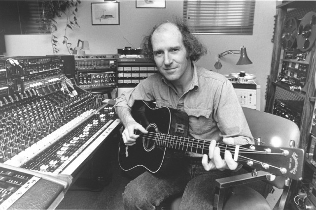 Denis Champoux dans son studio de Cap-Rouge, en... (Archives Le Soleil, Jean-Marie Villeneuve)