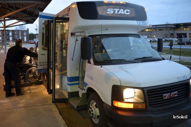 L'achalandage du transport adapté à Québec a enregistré... (Photothèque Le Soleil, Pascal Ratthé)