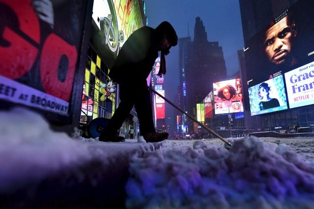 Times Square, à New York, était recouvert de... (AFP, Jewel SAMAD)