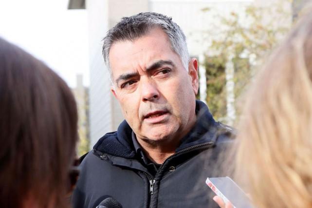Un ex porte parole du spvg se lance en politique ville for Porte parole