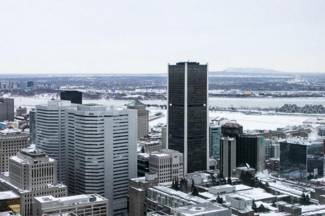 C'est la Bourse de Montréal (gratte-ciel noir sur... (Photo Hugo-Sébastien Aubert, Archives La Presse)