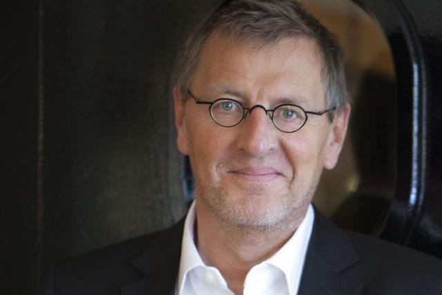 L'écrivain français Grégoire Delacourt... (Emmanuelle Hauquel, Hachette Canada)