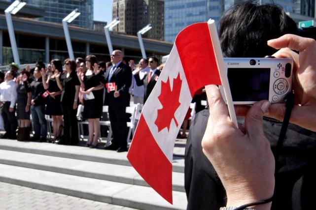 Une cérémonie de citoyenneté canadienne à Vancouver... (La Presse canadienne, Darryl Dyck)