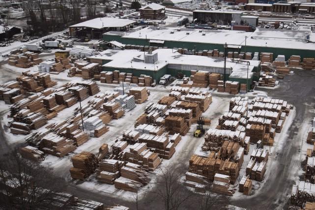 La valeur des exportations canadiennes de bois d'oeuvre... (La Presse canadienne, Darryl Dyck)