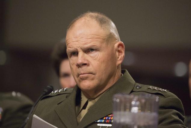 Le général Robert Neller a été sur le... (AFP, Tasos Katopodis)