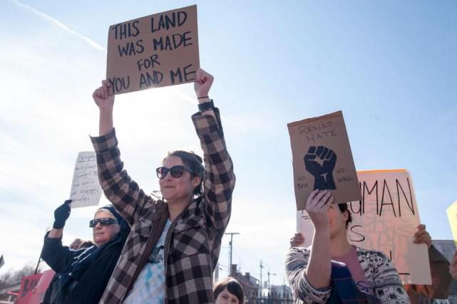 Une manifestation contre le décret anti-immigration du président... (Archives AP)