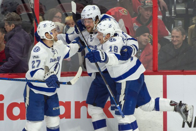 Victor Hedman festoie après avoir marqué en prolongation... (Photo Marc DesRosiers, USA TODAY Sports)
