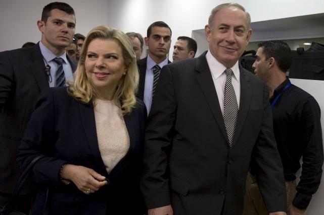 Le premier ministre israélien Benjamin Netanyahu et sa... (AFP, Heidi Levine)