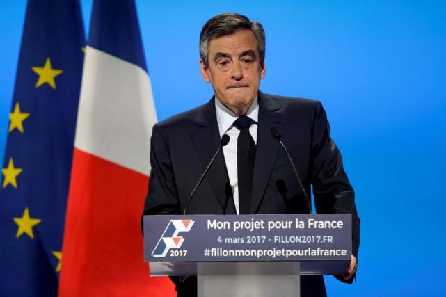 À 40 jours du premier tour, François Fillon... (AFP, Geoffroy Van Der Hasselt)