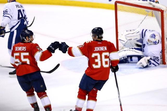 Jussi Jokinen festoie après avoir fait bougé les... (Photo Robert Mayer, USA TODAY Sports)
