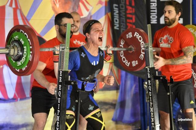 Jessica Benedetto a soulevé 147 kg à l'épreuve... (Photo Le Quotidien, Jeannot Lévesque)