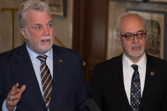 Le premier ministre Philippe Couillard et le ministre... (photoJacques Boissinot, la presse canadienne)