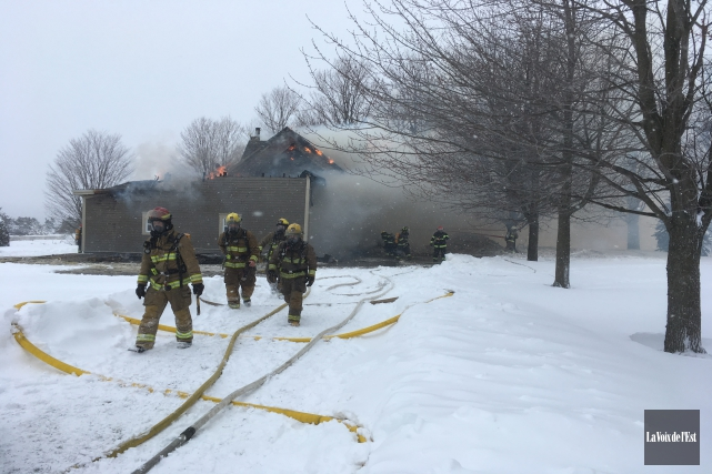 Une résidence a été détruite par un incendie, mercredi matin, à Roxton Pond.... (Janick Marois, La Voix de l'Est)