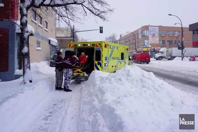Les déplacements des ambulances sont compliqués par les... (Photo Martin Chamberland, Archives La Presse)