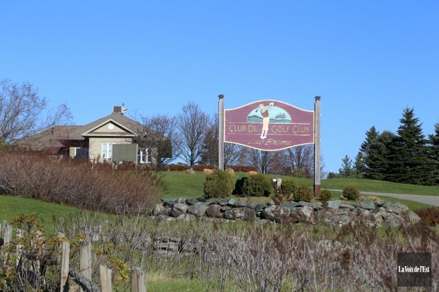 Un promoteur immobilier reluque un terrain de golf for Acheteur de maison