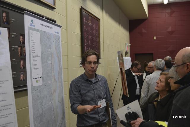 Plusieurs citoyens ont assisté à la rencontre d'information... (Benoit Sabourin, Le Droit)
