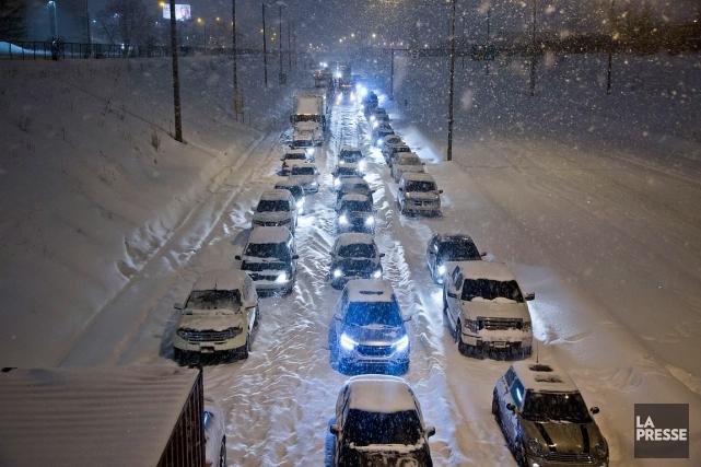 Trois cents voitures se sont retrouvées enlisées dans... (FÉLIX O.J. FOURNIER, COLLABORATION SPÉCIALE, ARCHIVES LA PRESSE)