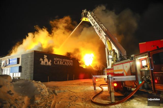 Quelque 35 pompiers des casernes d'Alma et Saint-Bruno... (Photo Le Quotidien, Gimmy Desbiens)
