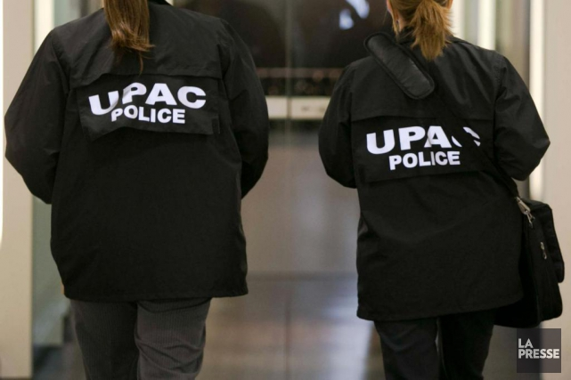Des agents de l'UPAC.... (PHOTO FRANCOIS ROY, ARCHIVES LA PRESSE)