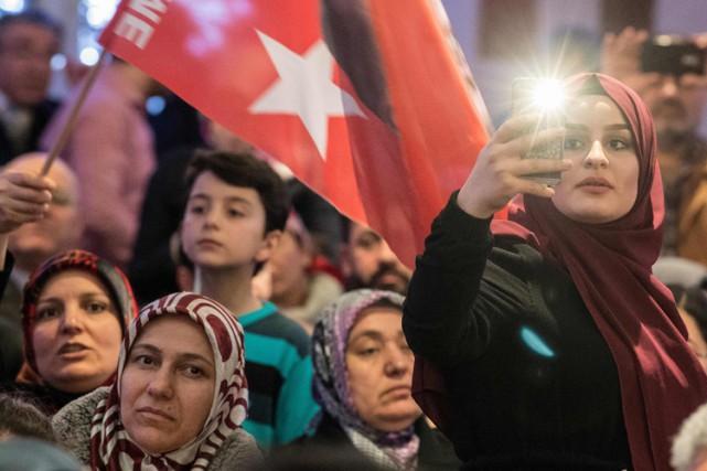 Un évènement pro-Erdogan à Francfort, le 6 mars.... (PHOTO AFP)