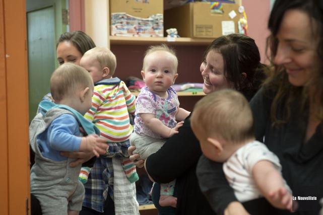 Plusieurs bébés étaient présents à la conférence de... (Stéphane Lessard, Le Nouvelliste)