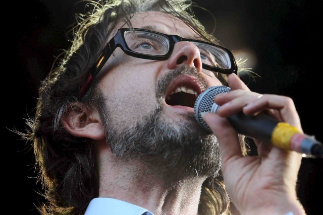 L'ex-Pulp Jarvis Cocker (photo) et le pianiste canadien... (Archives AFP)