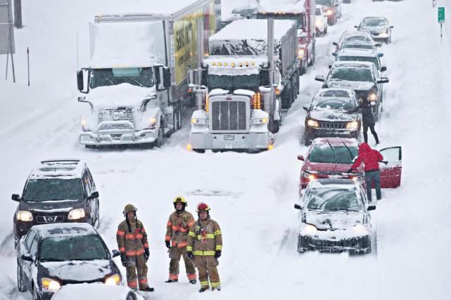 Quelque 300 automobilistes sont restés coincés durant de... (PHOTO PATRICK SANFAÇON, ARCHIVES LA PRESSE)