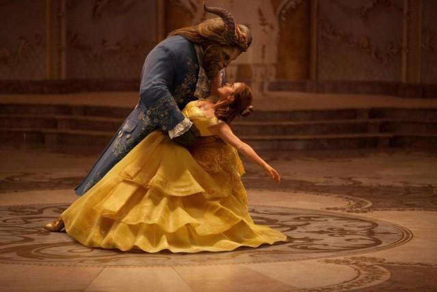 Belle (Emma Watson) et la Bête (Dan Stevens)... (fournie par Disney)