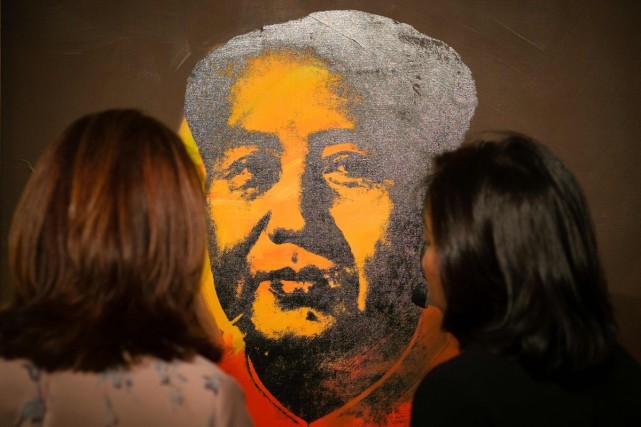 Un portrait sérigraphié de l'ancien dirigeant chinois Mao Tsé-toung réalisé en... (PHOTO AFP)