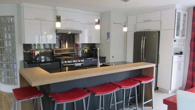 La cuisine et la salle de bains sont les deux pièces les plus utilisées de la... (Ébénisterie Lac-St-Jean)