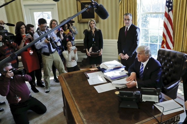 Le décret, signé par Donald Trump le 6... (Photo Pablo Martinez Monsivais, Archives AP)