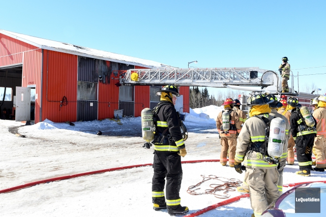 Un incendie est survenu dans un garage Intercar... (Photo Le Quotidien, Rocket Lavoie)