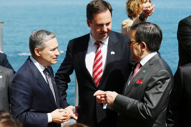 Le ministre de l'Économie mexicain, Ildefonso Guajardo (à... (Photo Rodrigo Garrido, Reuters)