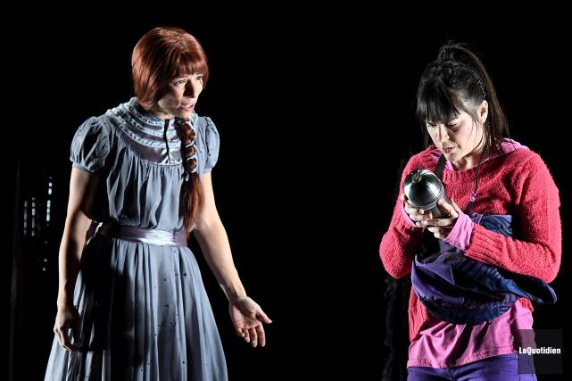 Voici Fée et Vipérine, deux soeurs incarnées par... (Photo Le Quotidien, Rocket Lavoie)
