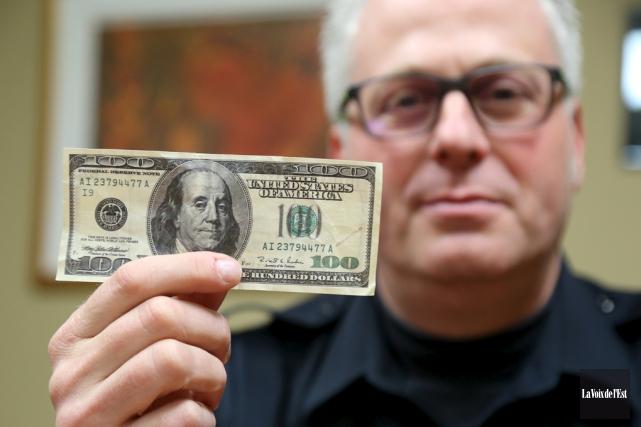 De faux billets de 100 $ américains, comme... (Janick Marois, La Voix de l'Est)