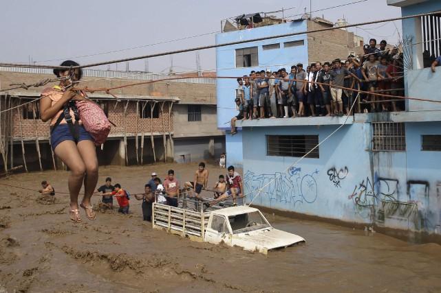 La capitale Lima s'est réveillée dans le chaos... (Photo Martin Mejia, AP)