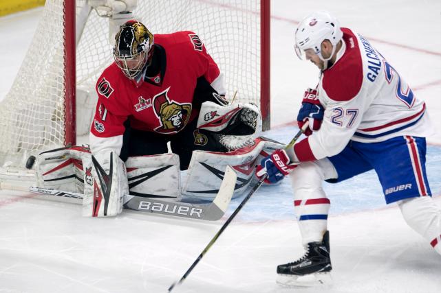 Alex Galchenyuk du Canadien, devant le gardien des... (La Presse canadienne, Adrian Wyld)