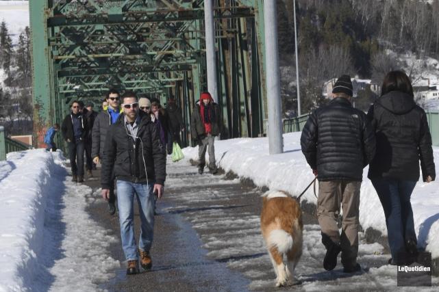 Les marcheurs étaient nombreux, dimanche, au centre-ville de... (Le Quotidien, Michel Tremblay)