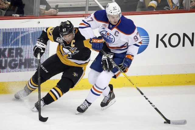 Sidney Crosby et Connor McDavid... (Photo Gene J. Puskar, archives AP)
