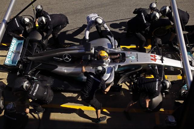 Les voitures de F1 2017 sont plus lourdes... (photo : AP)