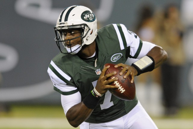 Geno Smith ne quitte pas New York.... (Photo Bill Kostroun, archives AP)
