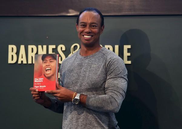Tiger Woods est en pleine tournée de promotion... (AFP, Timothy A. Clary)