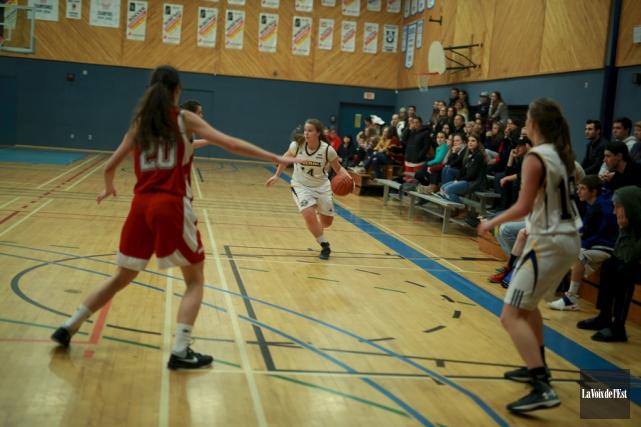 Les Inouk du basketball féminin ont terminé cinquièmes... (archives La Voix de l'Est)