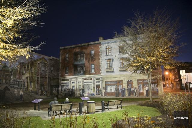 La réalisation d'une 16e murale trompe-l'oeil au centre-ville... (Archives, La Tribune)