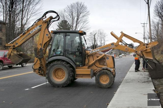 Quatre nouveaux tronçons de trottoir seront construits au... (Archives, La Tribune)