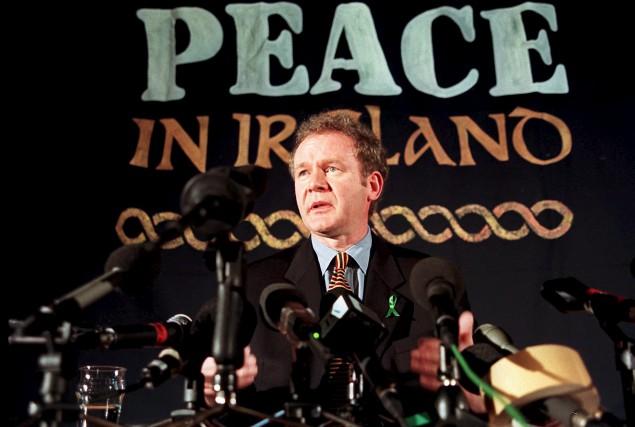 Martin McGuinness, en février 1998 à Londres, alors... (AFP, Gerry Penny)
