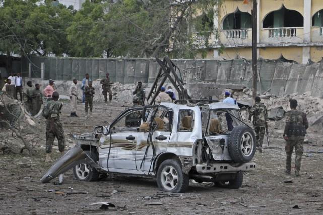 Cette puissante explosion, à environ 500 mètres du... (Photo Farah Abdi Warsameh, Associated Press)