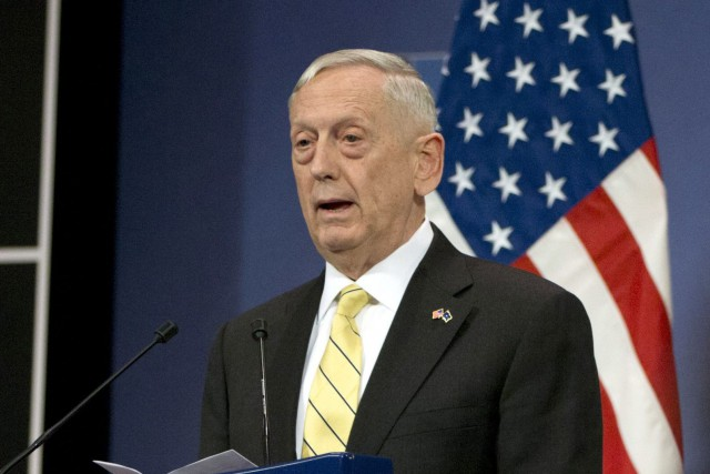 Le secrétaire américain à la Défense, Jim Mattis.... (Photo Virginia Mayo, archives AP)